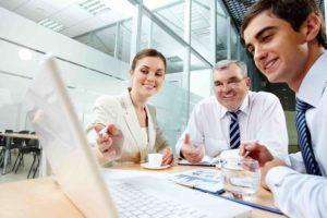 Geschäftskollegen gründen eine GmbH
